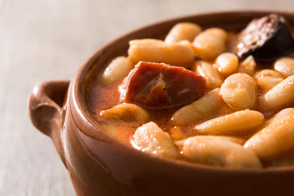 Comida típica española: fabada asturiana