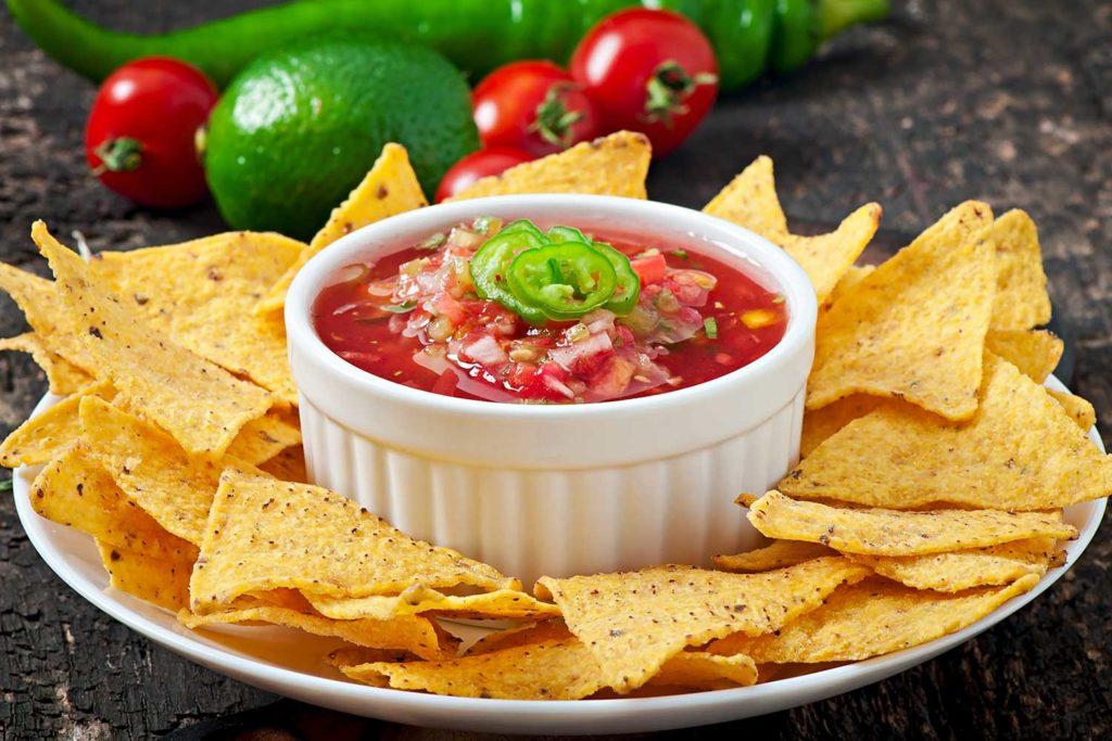 Restaurante Mercado: comida mexicana nachos y guacamole